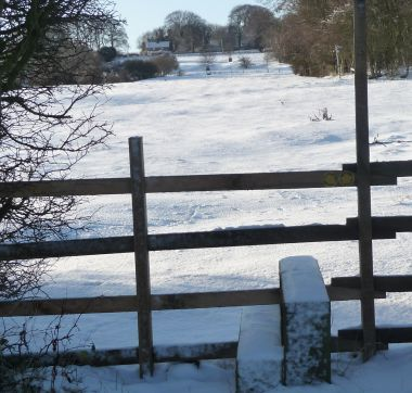 Snowy footpath to Rigsby Wold holiday cottages